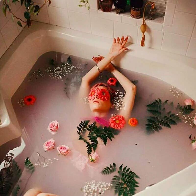 Можно ли купаться с месячными и как избежать протекания