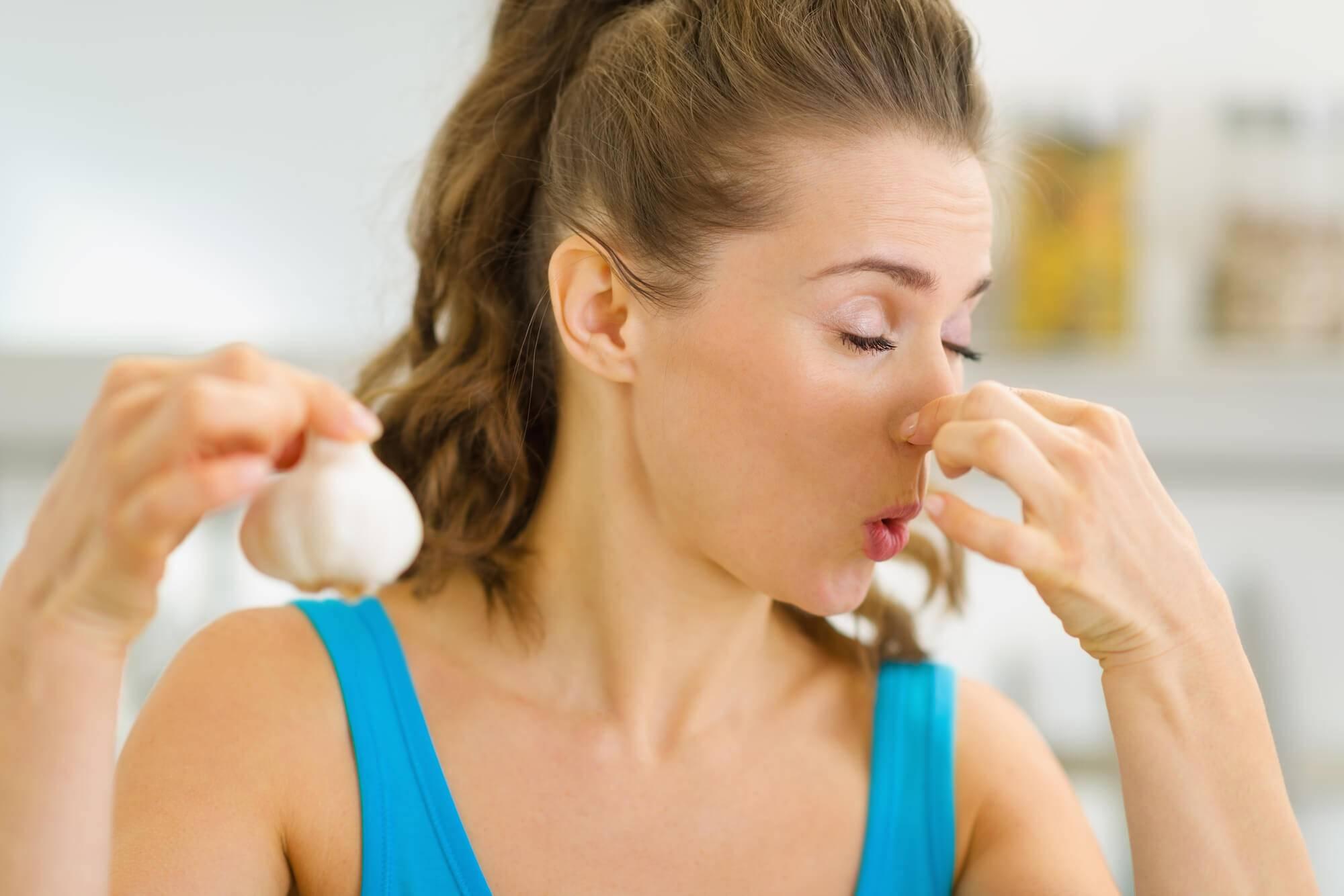 Как избавиться от запаха лука изо рта: проверенные способы