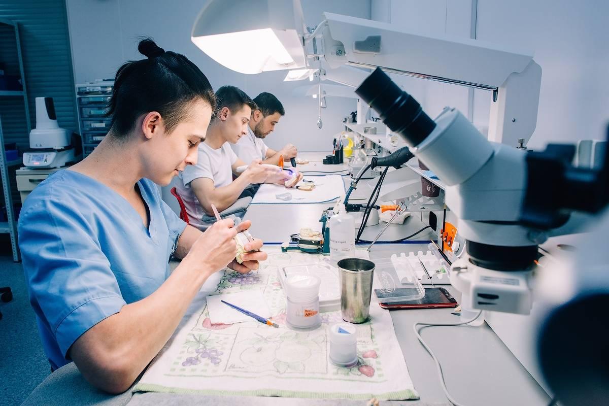 Зубной техник, можно ли учиться профессии дистанционно