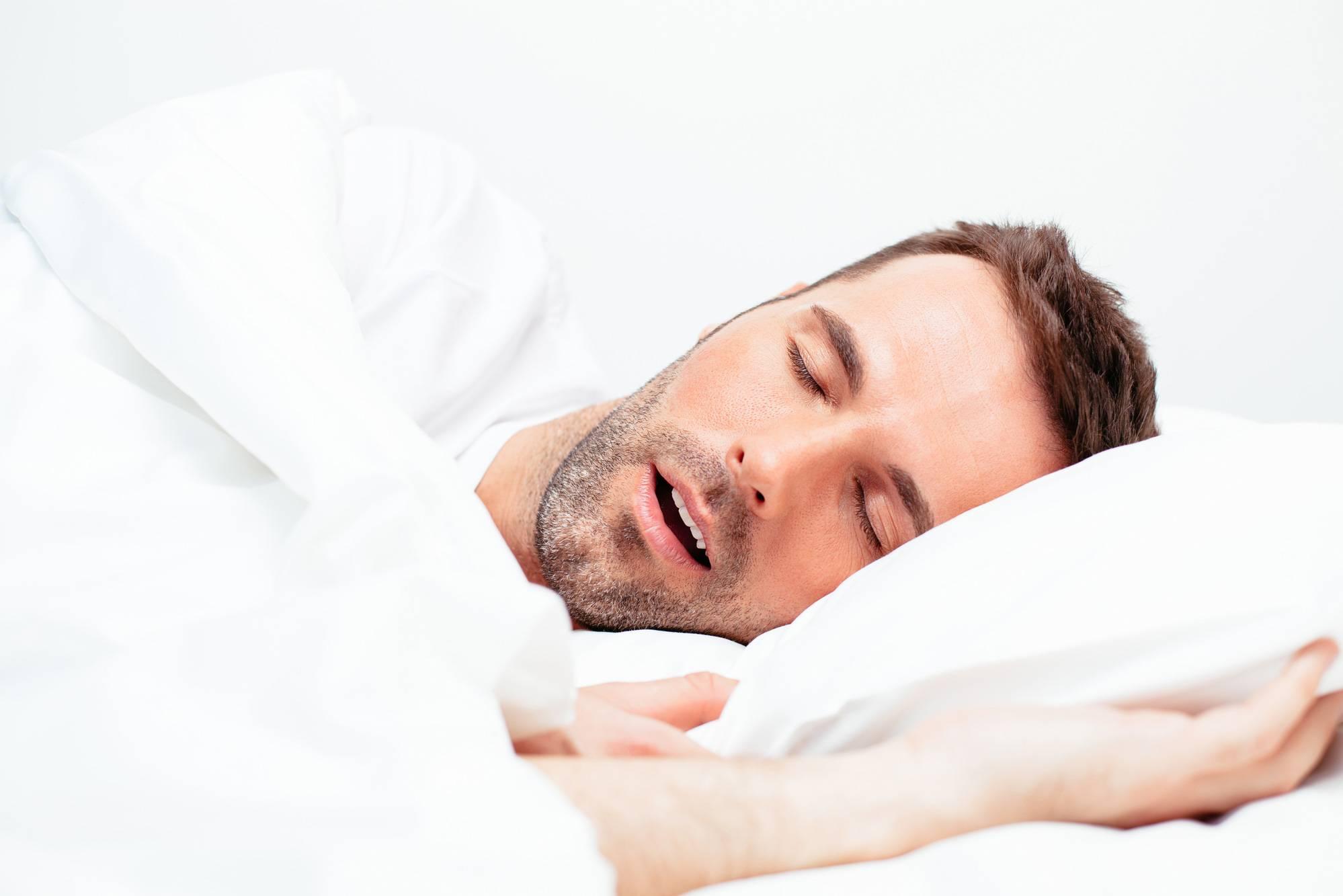 Сухость во рту у пожилых людей ночью: причины и устранение