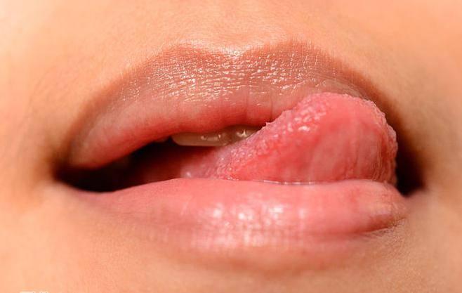 Почему сохнут губы причины у мужчин. почему сохнут губы: основные причины и лечение