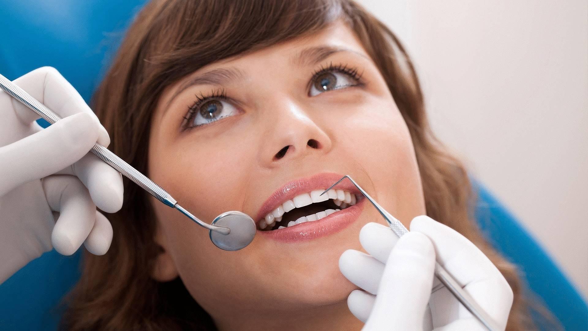 Не прополаскивать рот после чистки зубов и другие советы дантистов