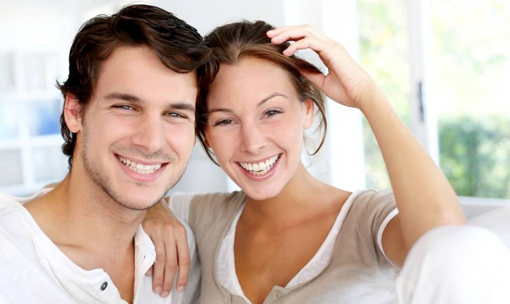 Как научиться красиво улыбаться девушкам и мужчинам: на фотографиях и в жизни