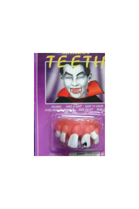 Покажите зубы: как менялись вампирские клыки в кино