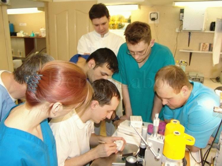 Обучение на зубного техника