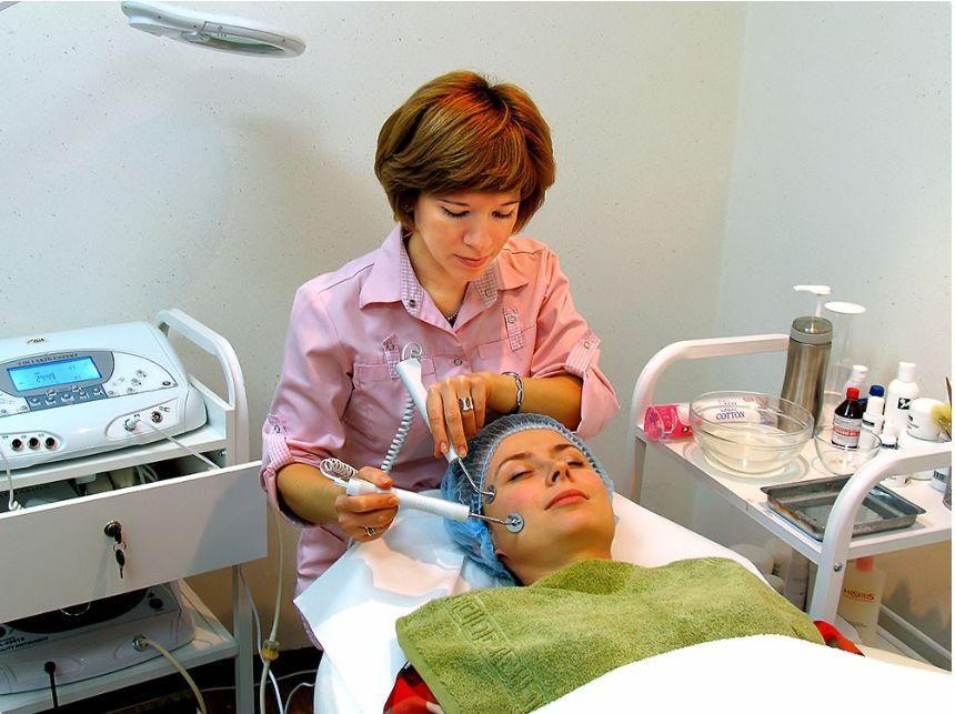 Косметические микротоки для лица: показания и противопоказания