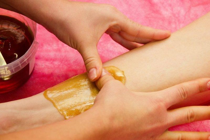 Восковая эпиляция ног: сколько длится и как подготовиться к процедуре