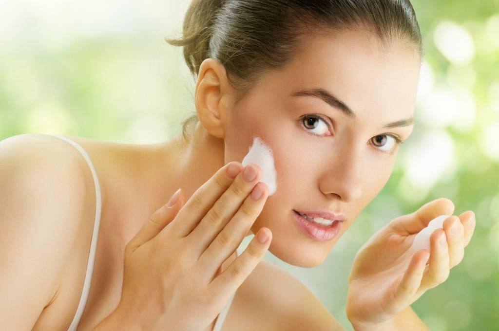 Лучшие маски для лица от морщин – как ухаживать за кожей в возрасте 50+ в домашних условиях?