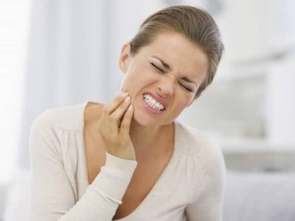 Как снизить высокую чувствительность у зубов и десен: причины, ее вызывающие, средства и лекарства против гиперестезии