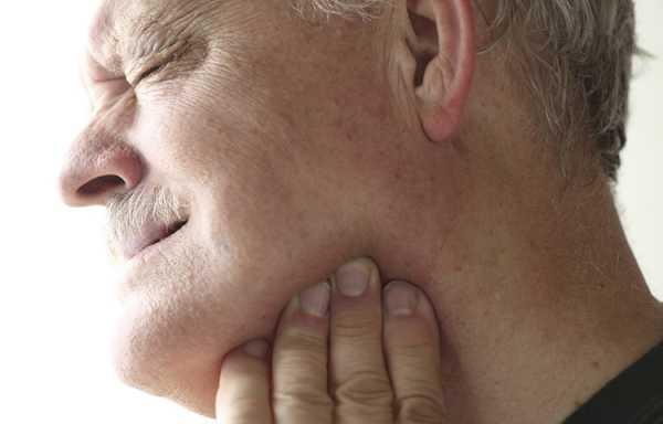 Причины боли челюсти возле правого уха