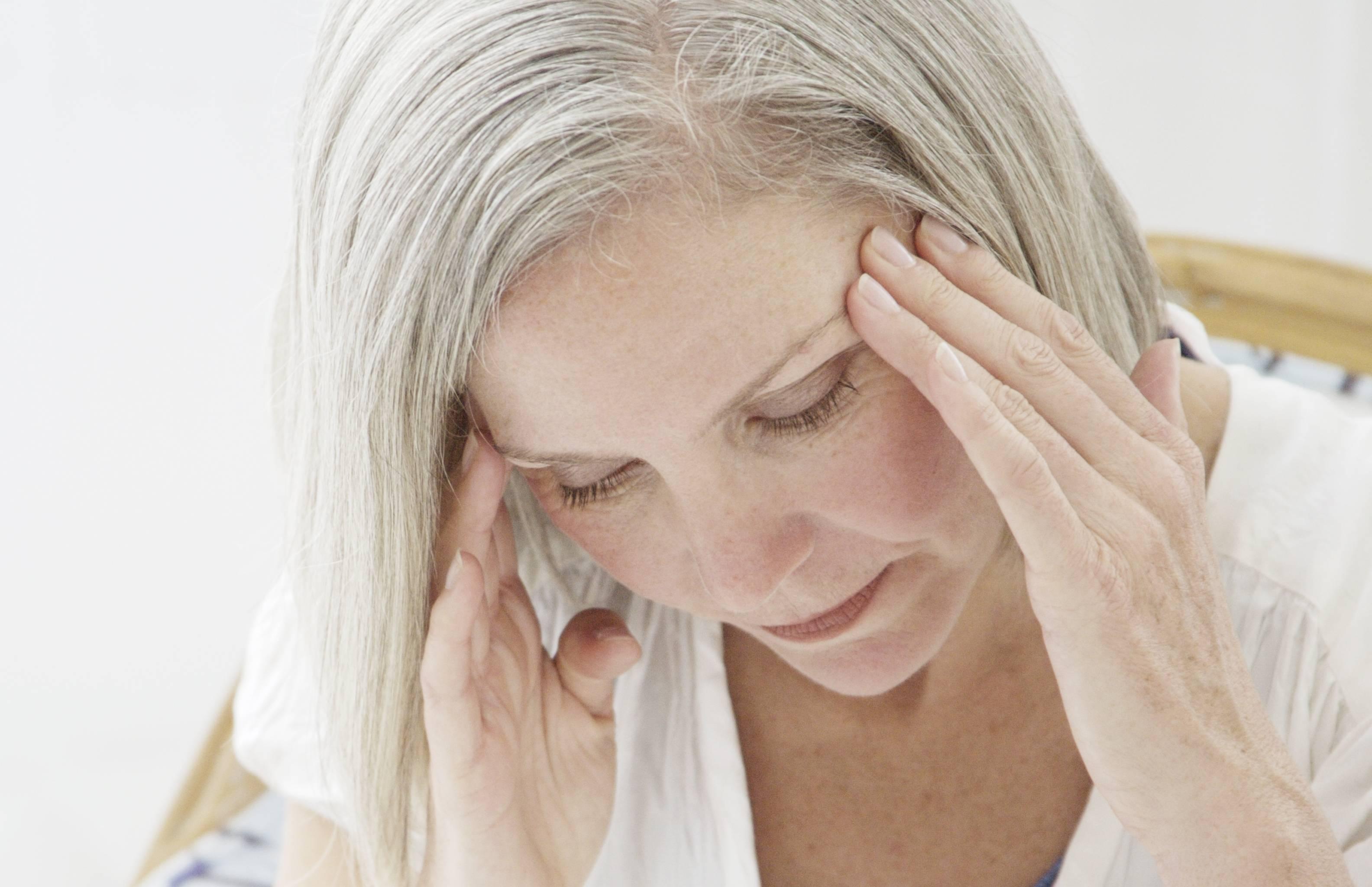 Причины сильной головной боли перед месячными