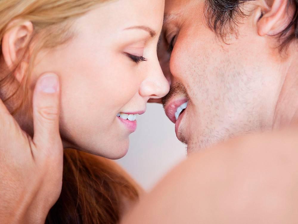 Можно ли целоваться с брекетами: как и удобно ли?