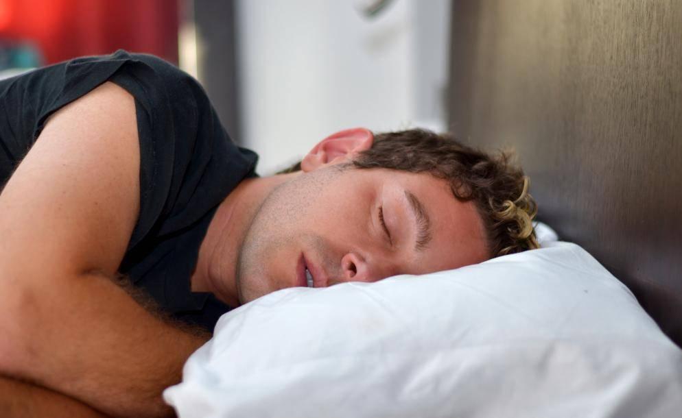 Почему во сне текут слюни – причины и лечение