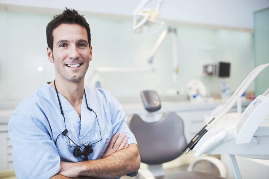 Какой врач занимается протезированием зубов