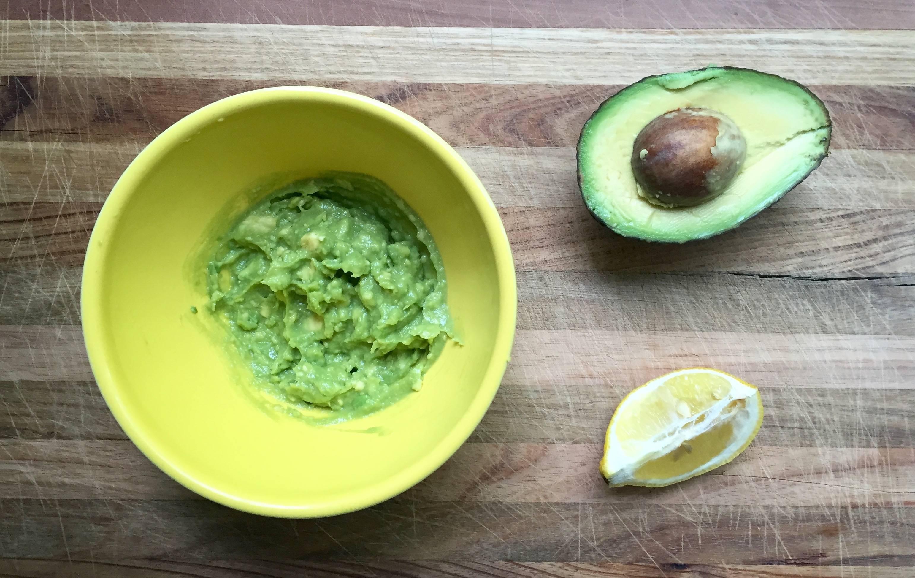 Рейтинг 9 домашних масок для лица из авокадо