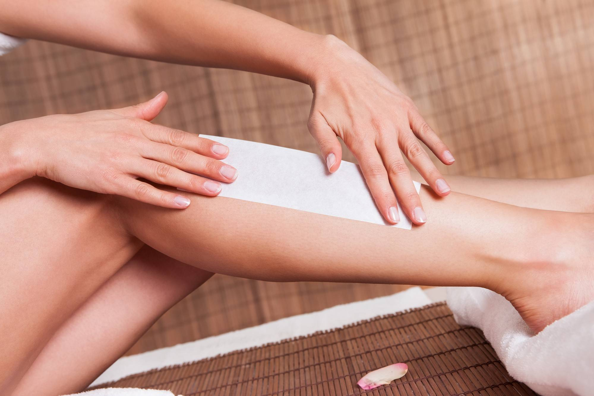 Делаем шугаринг лица: особенности эпиляции у женщин