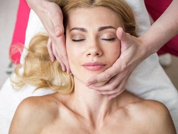 От каких проблем избавит моделирующий массаж лица