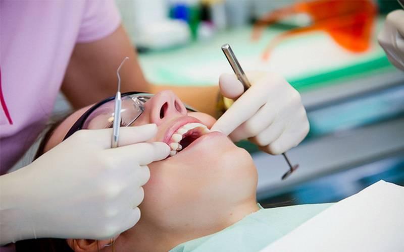 Чем занимается стоматолог-пародонтолог: кто это и когда к нему обращаться?