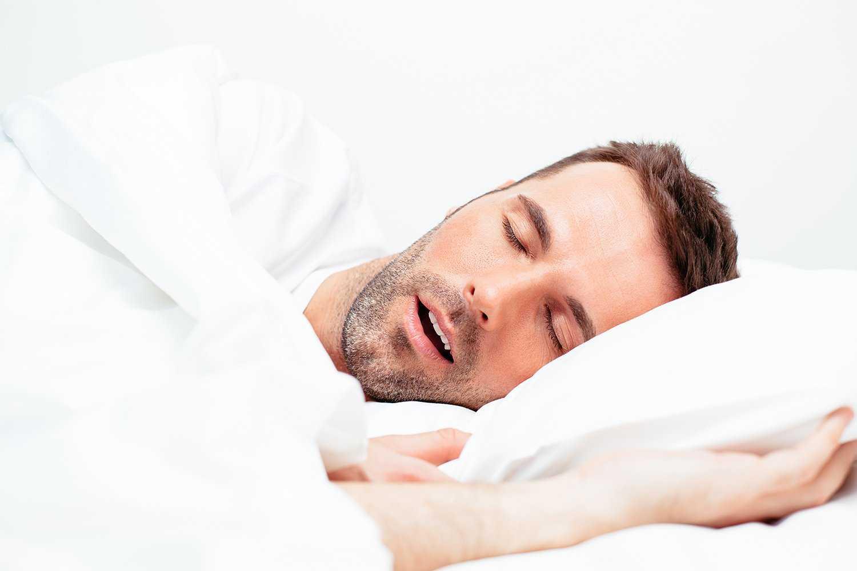 Почему во время сна изо рта текут слюни: сильное ночное слюноотделение у взрослого человека — причины