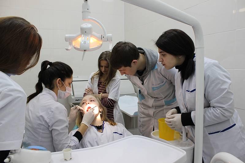 Как стать зубным техником?