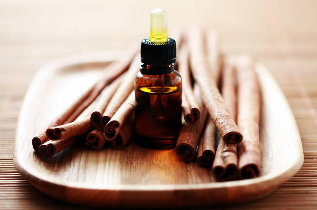Эфирное масло корицы. свойства продукта, противопоказания и рецепты правильного использования в косметологии