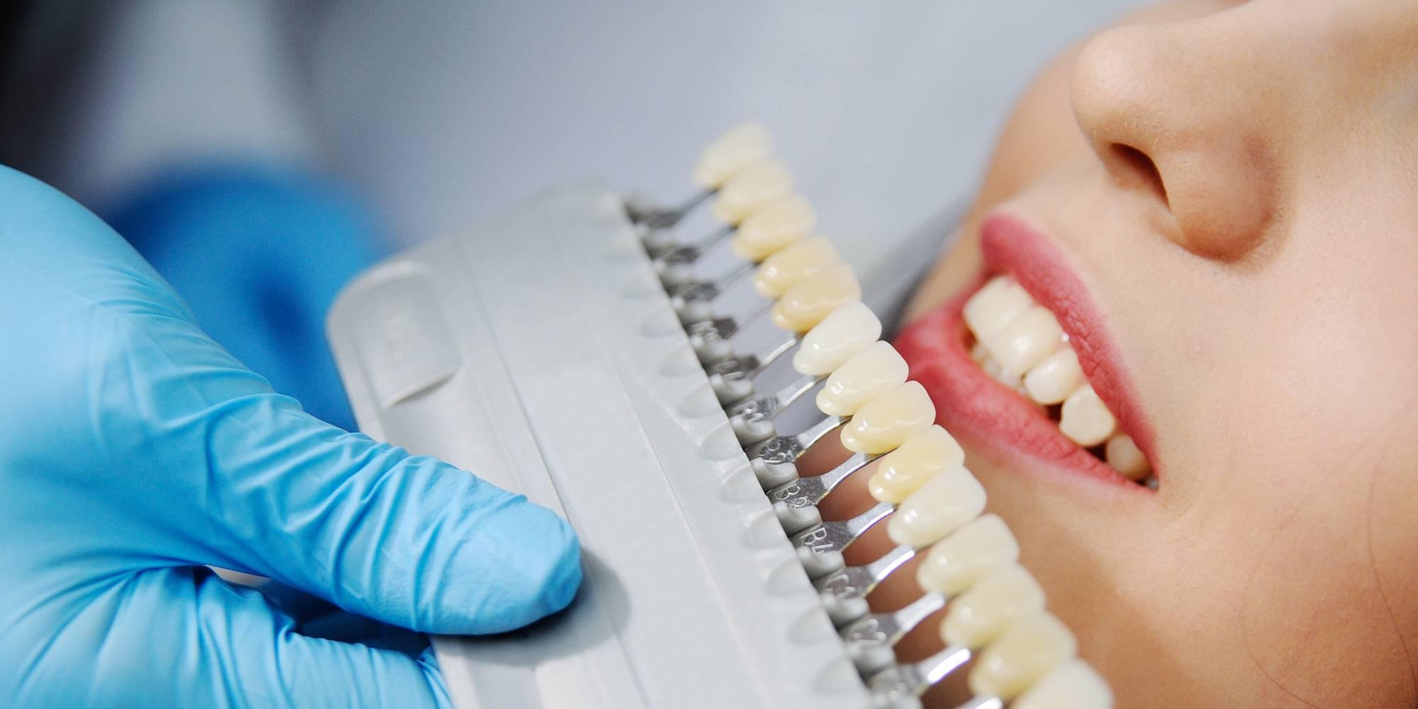 Как быстрее привыкнуть к съемным зубным протезам