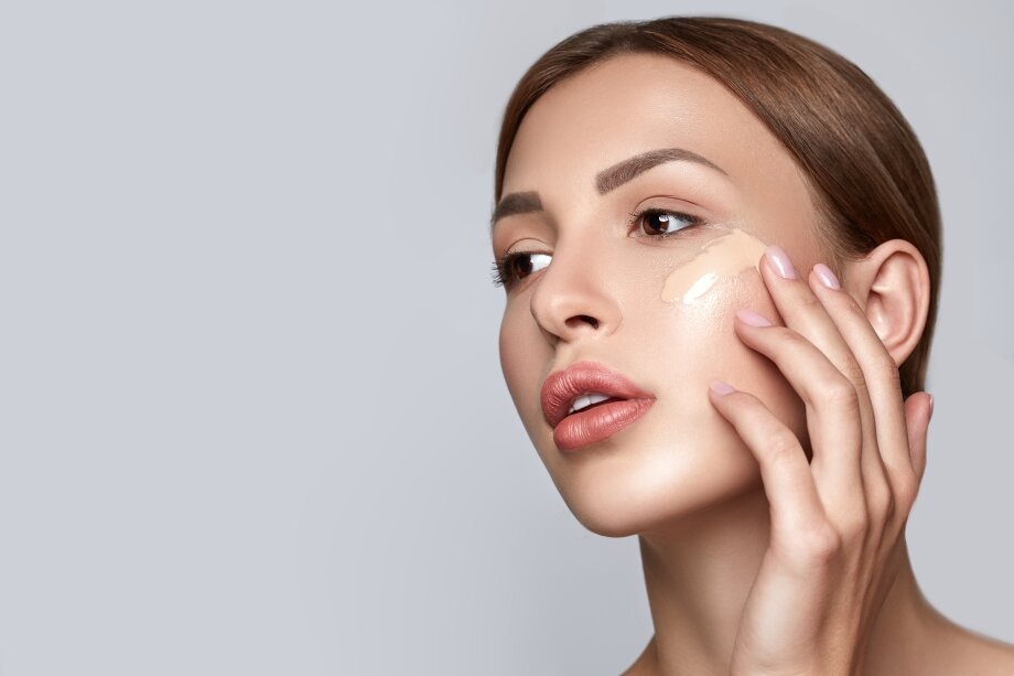 10 лучших тональных кремов для жирной, проблемной и комбинированной кожи – рейтинг и топ