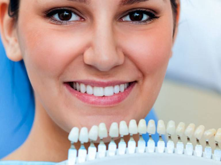 Безопасно ли отбеливать зубы беременным?