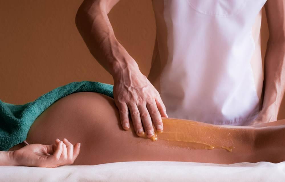 Делаем медовый массаж от целлюлита дома
