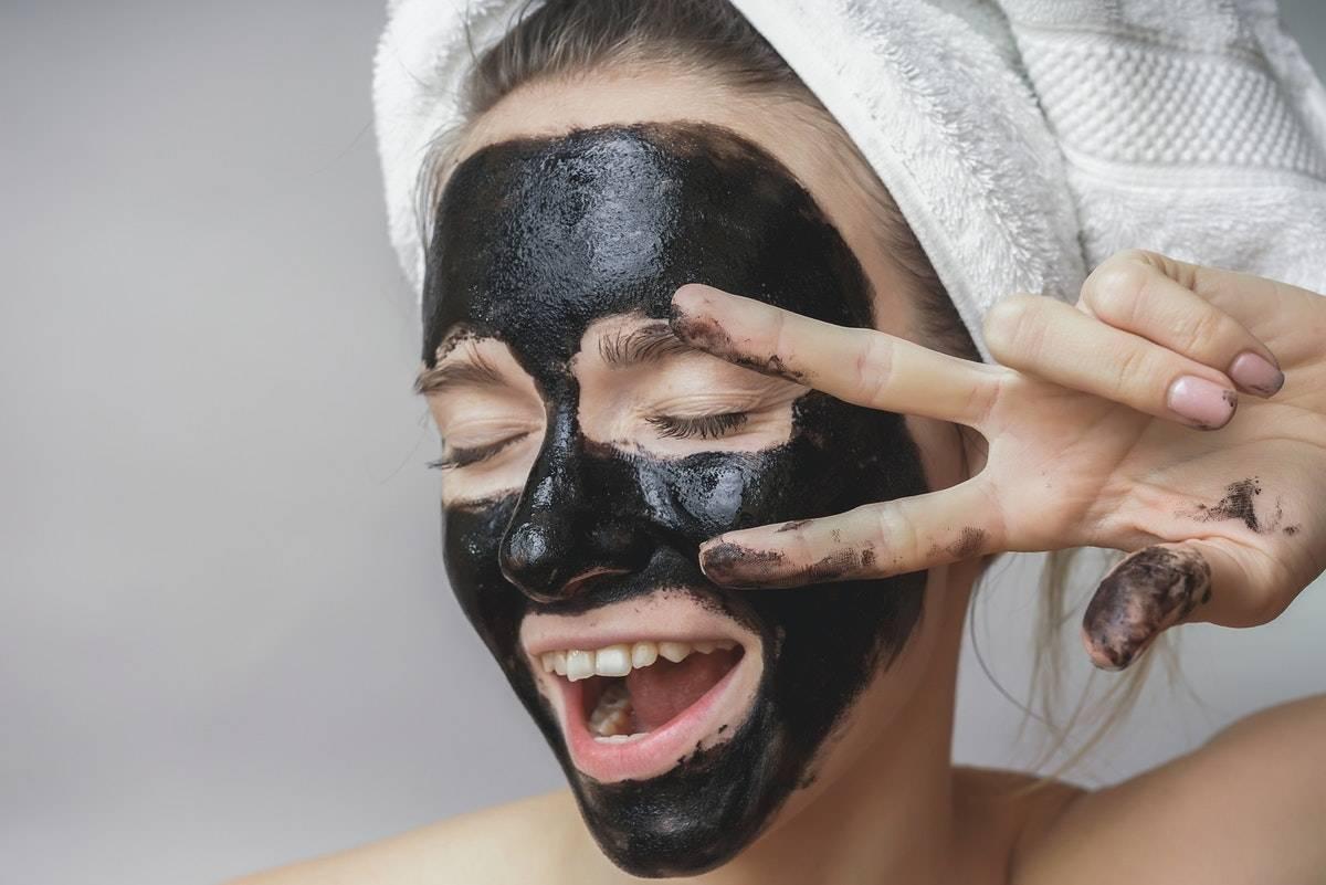 Маска из желатина и активированного угля – рецепт для лица