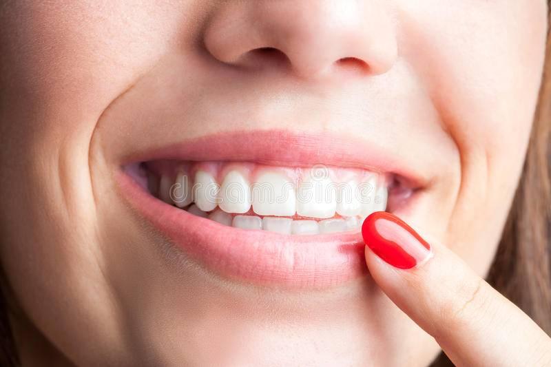 Почему коронка зуба мешает нормально жевать?