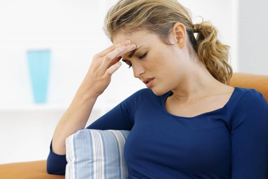 Головная боль перед месячными: причины, лечение, профилактика