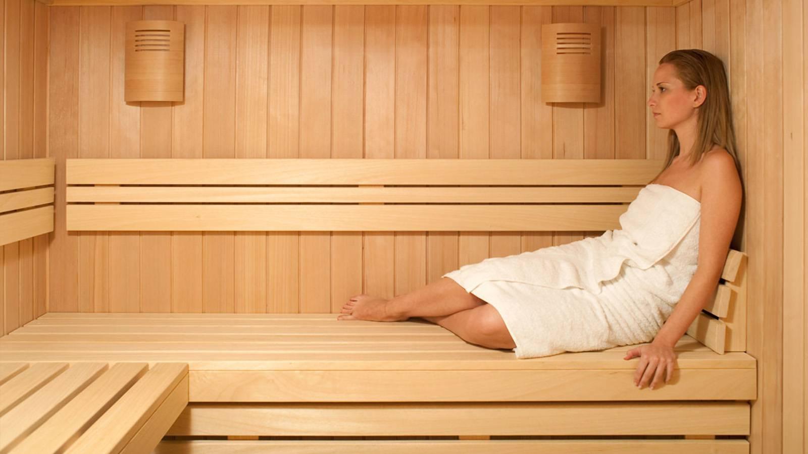 Можно ли париться женщинам в бане при месячных: советы профессионалов