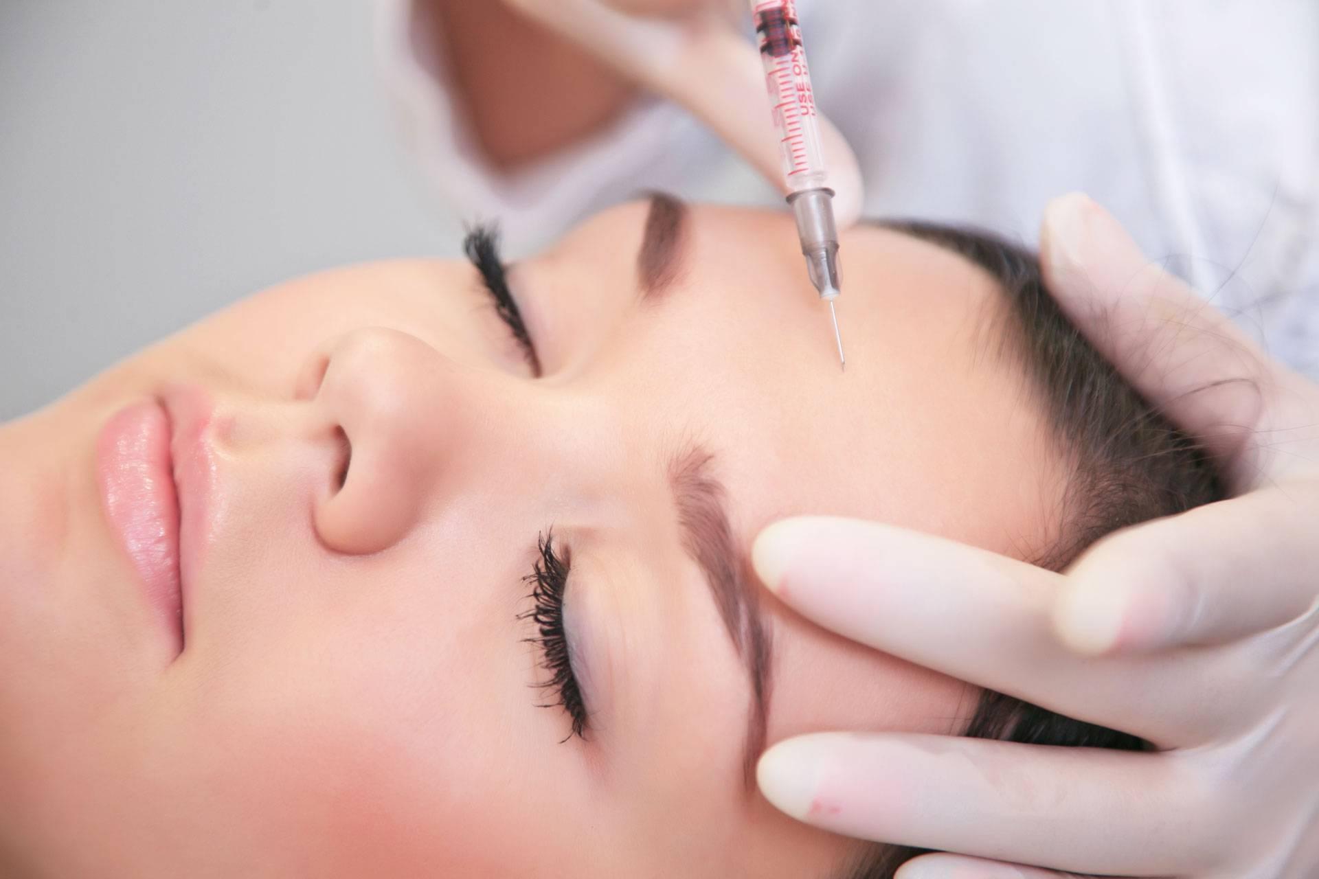 Какие 7 омолаживающих процедур могут заменить фототерапию для лица