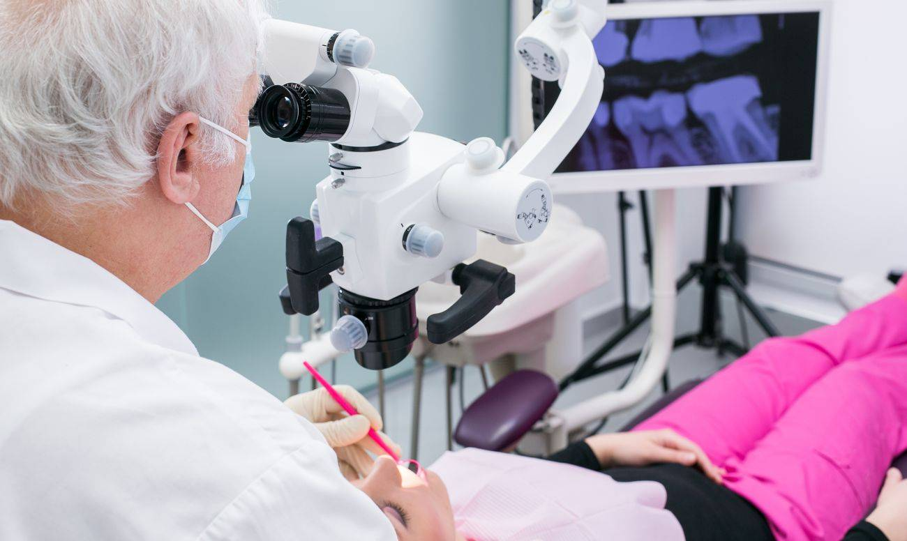 Лечение каналов зуба под микроскопом – стоит делать или нет