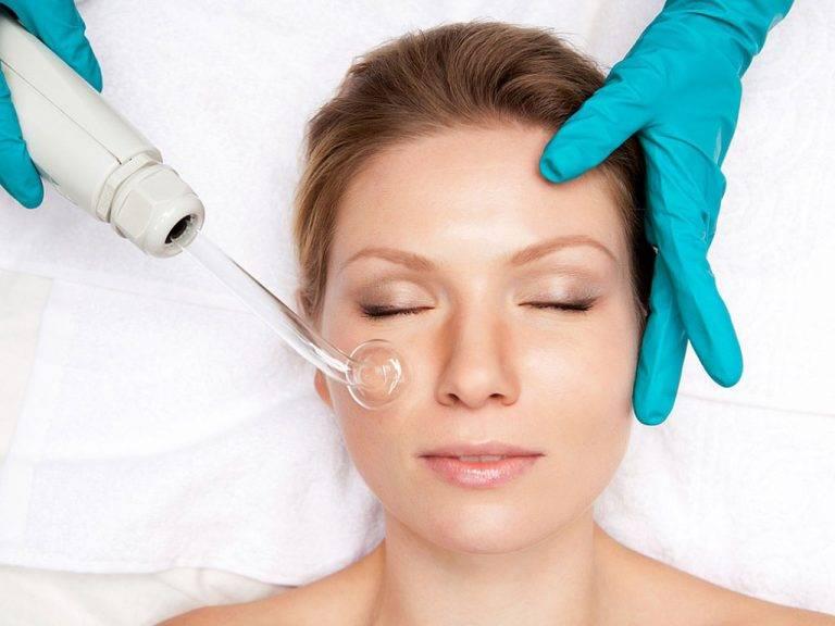 Топ-7 проблем кожи, которые лечит процедура дарсонвализация