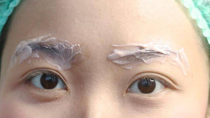 Шелушится кожа под бровями: причины. что делать, если шелушится кожа у бровей: лечение