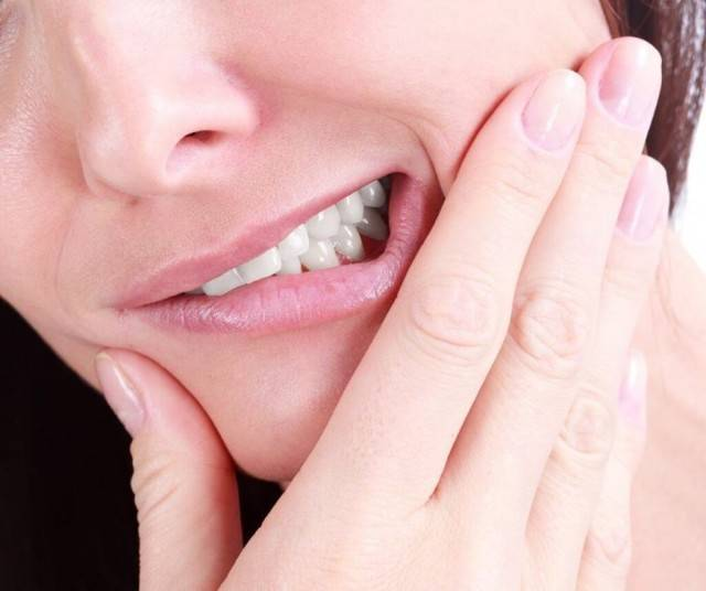 Запах от зуба под коронкой: почему появляется неприятный и как избавиться