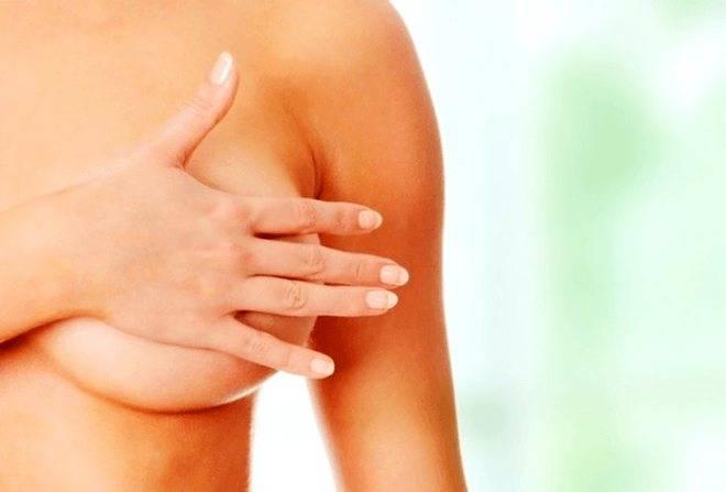 Почему болит грудь при месячных?