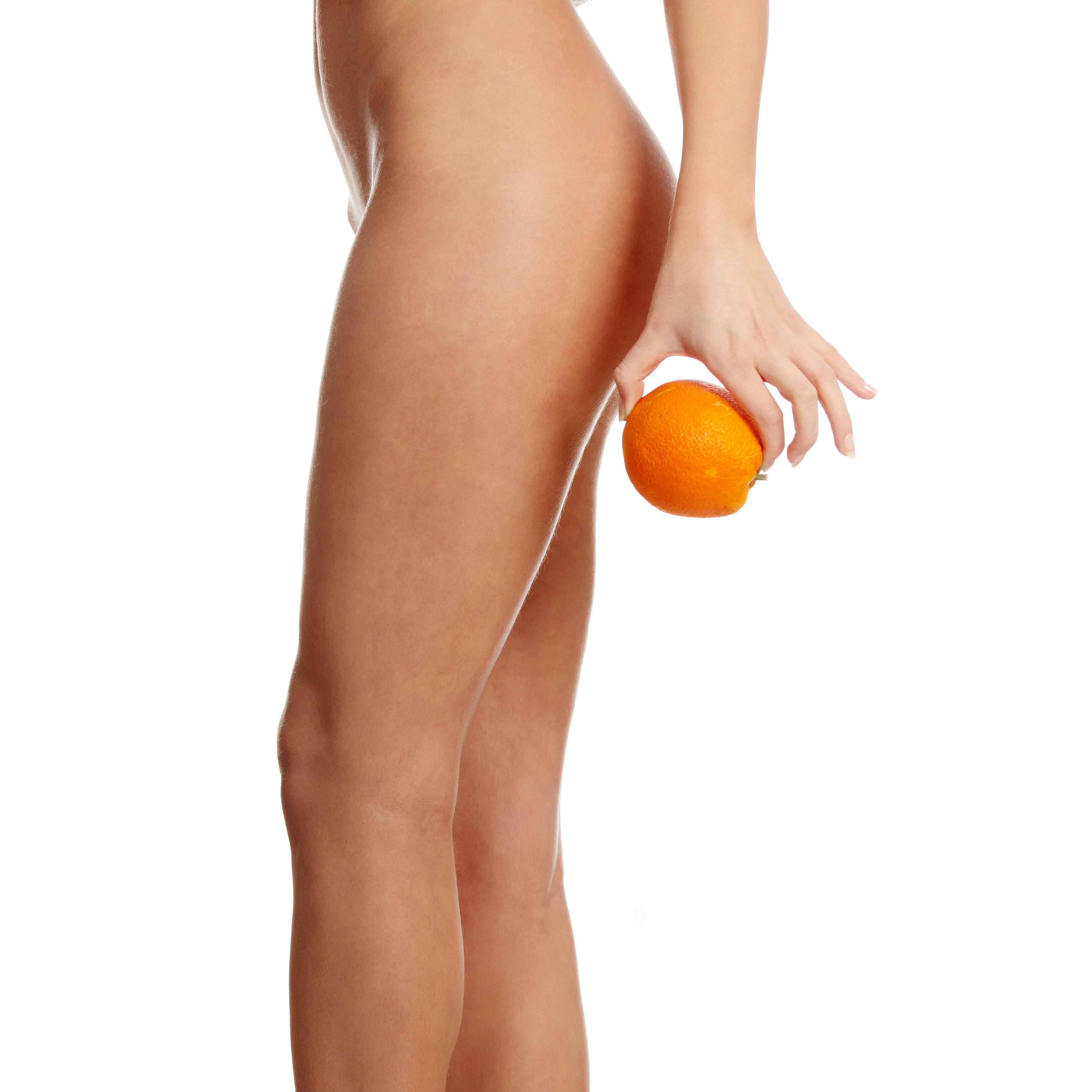 Целлюлит на ягодицах и жир между ног можно убрать в домашних условиях, выполняя комплекс упражнений и делать массаж бедер и попы без посторонней помощи
