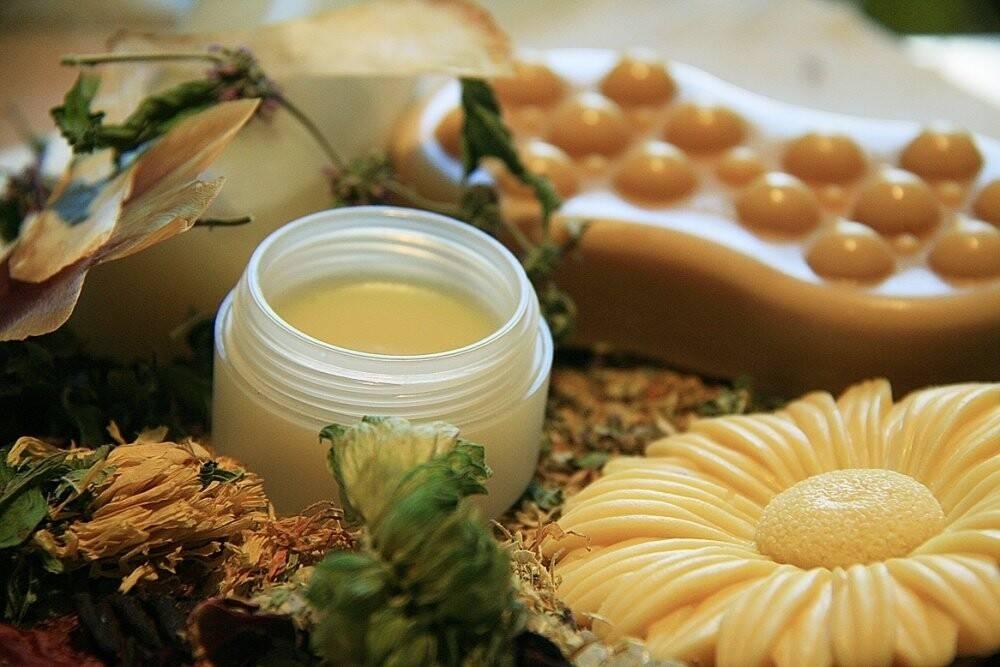 Как приготовить мазь из пчелиного воска?