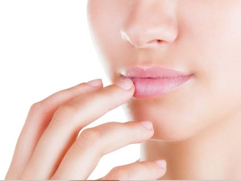 Шелушатся губы: что делать и как лечить, чтобы избежать трещин и воспаления