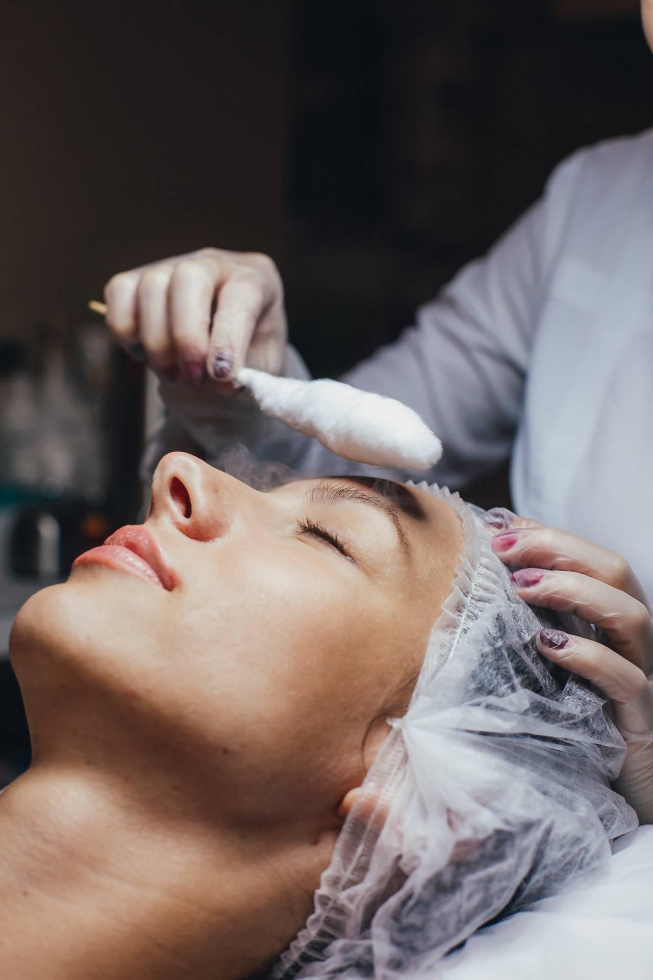 Что такое криомассаж лица и как его делают?