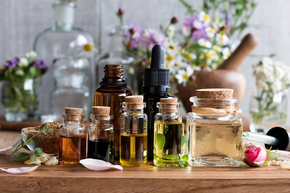 Розовое масло: применение для лица и волос
