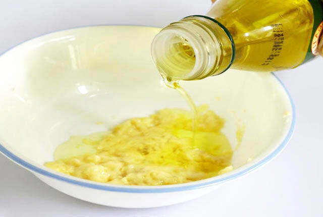 Маски для лица из меда и яйца