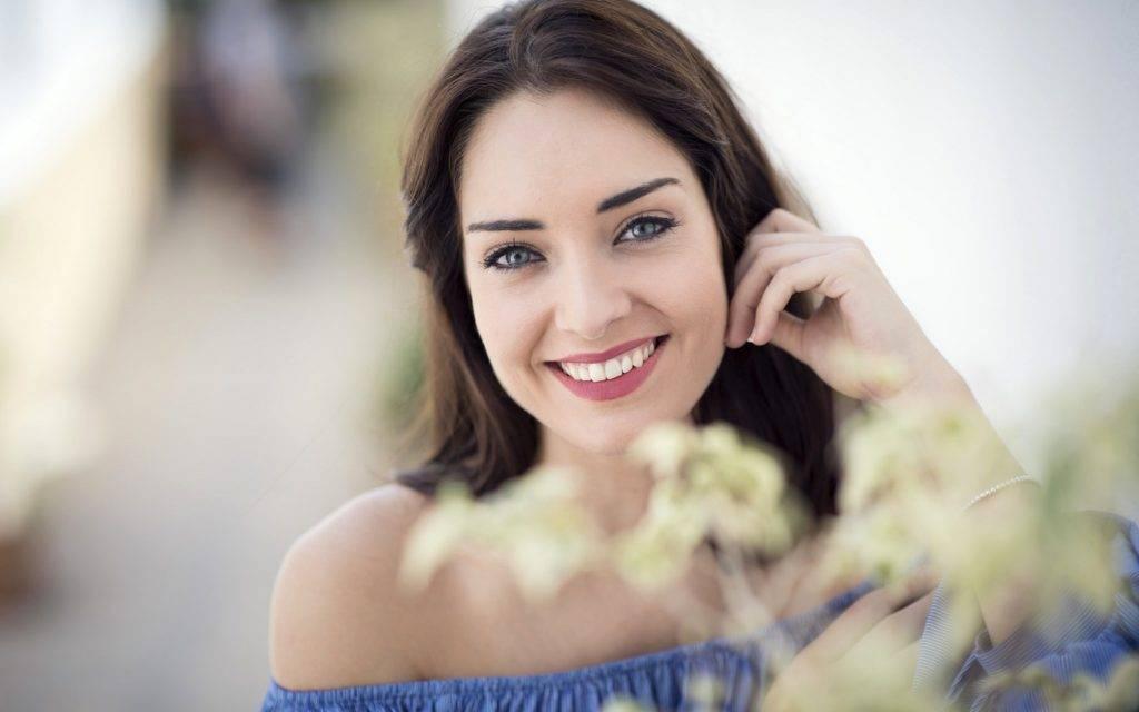 Как научиться красиво улыбаться: упражнения
