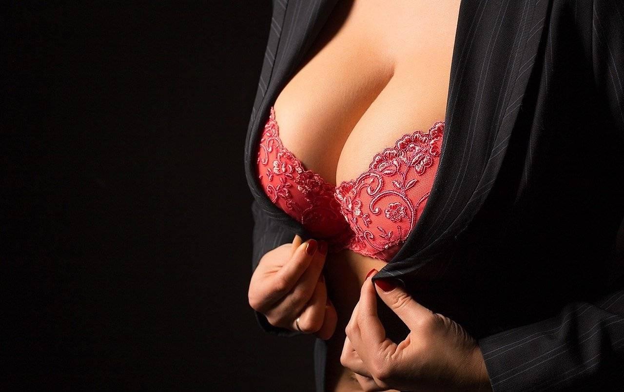 Как уменьшить большую грудь: упражнения и другие способы