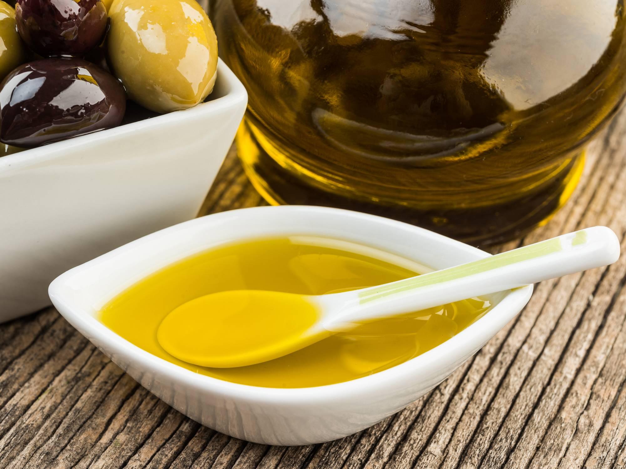 Оливковое масло натощак: польза и вред, когда и как принимать