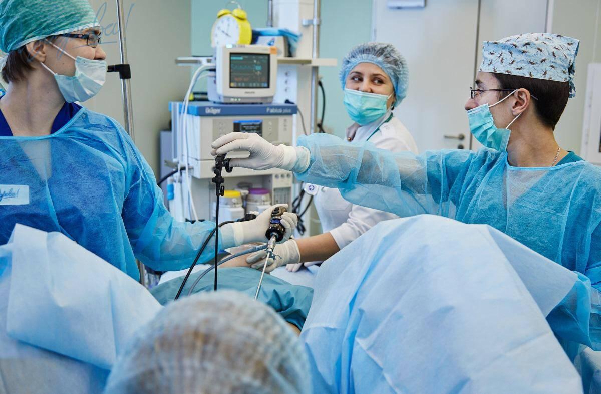 Виды операций по удалению кисты на яичниках у женщин.