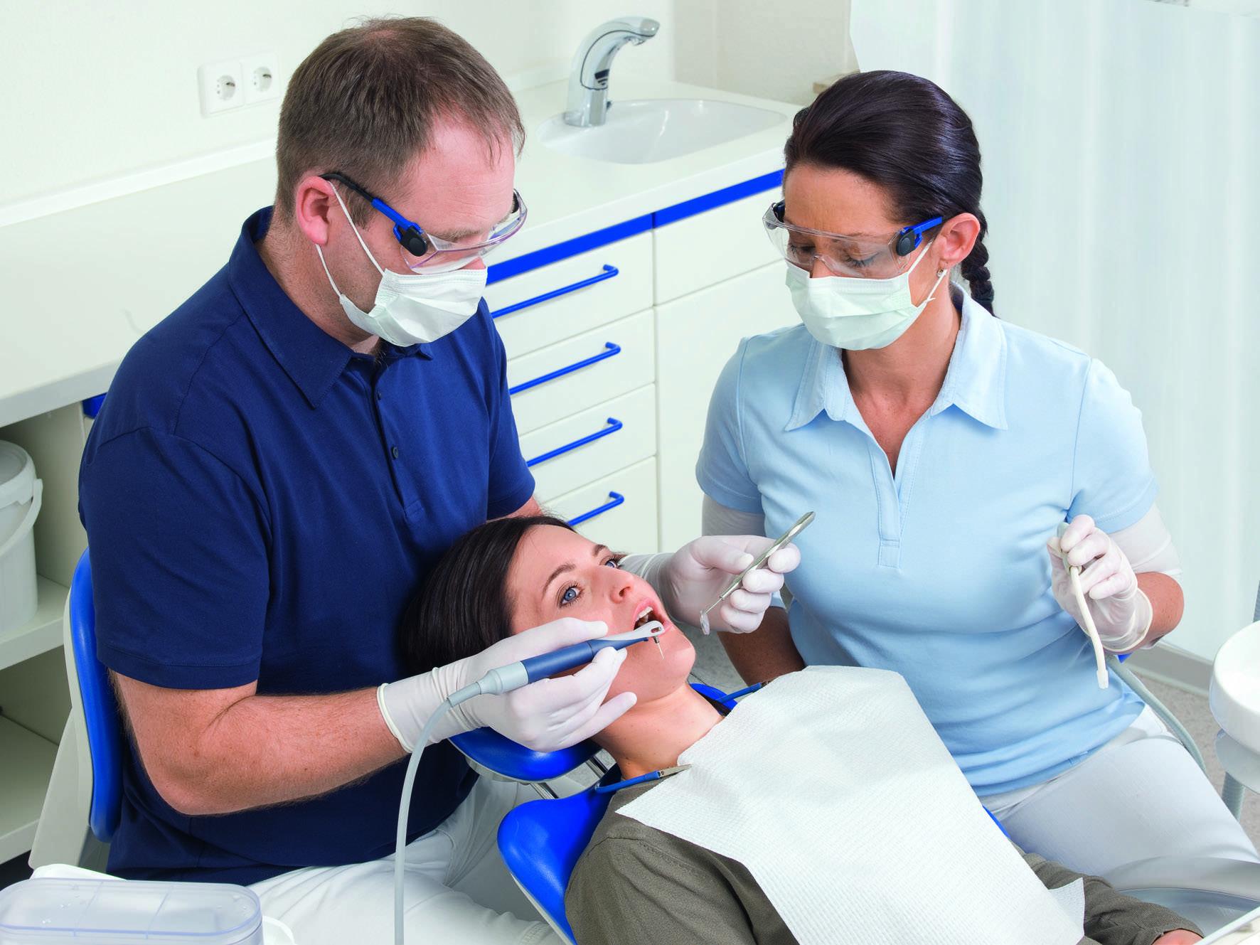 Чем отличается зубной врач от стоматолога? чем отличается стоматолог от дантиста?